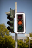 Amber traffic light — Photo