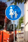 Warning sign for children crossing — Stock Photo