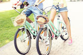 Couple riding bikes in the park — Stock Photo