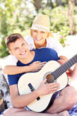 Happy couple and guitar — Stock fotografie