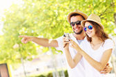 Happy couple taking pictures in the city — Stock Photo