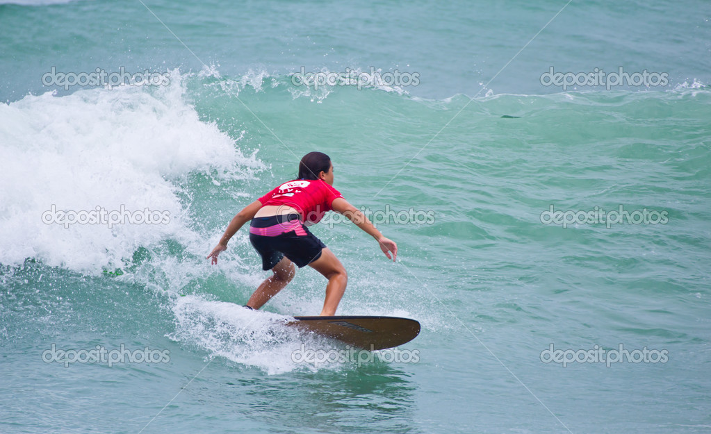 PHUKET THAILAND-SEPTEMBER 15: Anissa Flynn, ASC rankings leader, winner of Women's Division 2012 Asian Surfing Championship Women's tittle in Quiksilver Open Phuket Thailand 2012, on September 15, 2012 at Patong Beach in Phuket Thailand. — Stock Photo #12878649