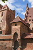 One of the towers of the Middle Castle Malbork with owl statue — Stock Photo