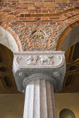 Capitals of the columns in the hall — Stock Photo