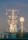 навигационное оборудование на мачте — Стоковое фото