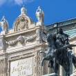 Sculptural composition of main entrance to Viennopera — Stock Photo #40565241