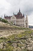 Parliament House and the rocky embankment — Stock Photo