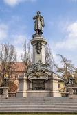 монумент в честь великого польского поэта — Стоковое фото