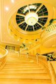 żółty schody wewnętrzne — Zdjęcie stockowe