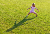 Happy little girl playing outdoor — Stock Photo