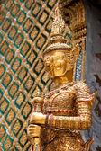 Thai style giant statue — Stock Photo