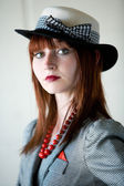 молодая женщина в костюме ретро — Стоковое фото