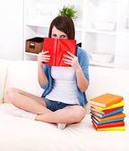 読書は楽しみ — ストック写真
