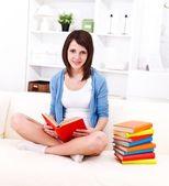 読書の喜び — ストック写真