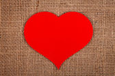 Huge red paper heart on burlap — 图库照片