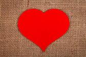 Huge red paper heart on burlap — ストック写真