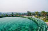 Plavecký bazén v areálu — Stock fotografie