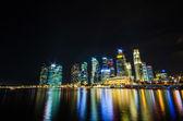 Singapur widokiem panoramę dzielnicy biznesowej w nocy ti — Zdjęcie stockowe