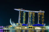 SINGAPORE - June 6 : Marina Bay Sands at night , World's most ex — Fotografia Stock