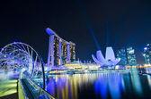 SINGAPORE - JUNE 27: The Marina Bay Sands resort and Helix Bridg — Stock Photo