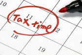 Tax time sign written with pen on calendar — Stock Photo