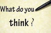 Wat denkt u dat met pen op papier geschreven titel — Stockfoto