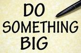 Fazer algo grande título escrito com caneta no papel — Foto Stock