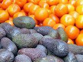 Tel Aviv avocado and tangerines on bazaar 2013 — Stock Photo
