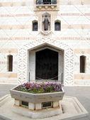 Entrée de Basilique de Nazareth de la façade de Marie 2010 — Photo