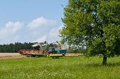 Harvester-tresher während der arbeit — Stockfoto