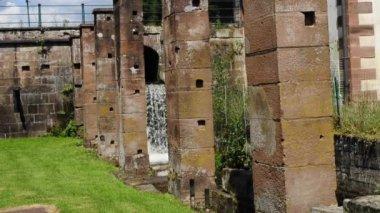 Antiguo molino de martillo en jaegerthal, alsacia, francia — Vídeo de stock