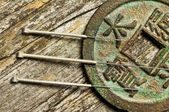 Acupuncture needles on chinese coin — 图库照片
