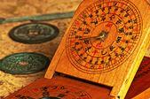 Starožitné čínské sluneční hodiny — Stock fotografie