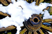 Old cart wheel in snow — Stock Photo