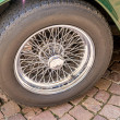 Spoke wheel of an oldtimer — Stock Photo