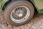 Spoke wheel of an oldtimer — Stock Photo