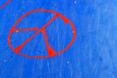 Half-pipe with peace symbol — Stock Photo