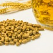 Hops pellets with beer glass — Stock Photo #33104157