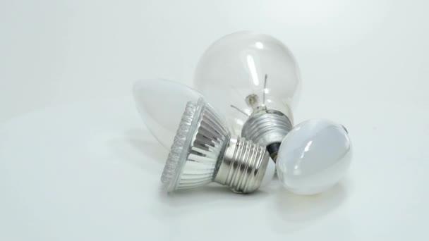 Viejos lámparas y bombillas, led nuevo — Vídeo de stock