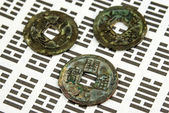 I Ging, Chinese divination with coins — Stock Photo