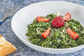 Salad of green kale with strawberries — Stock Photo