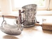 Ferramentas antigas de peneira e cozinha — Fotografia Stock