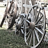 Old wagon wheels — Stock Photo