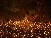 Buddha statue, Light of faith in Makha Bucha Day. — 图库照片