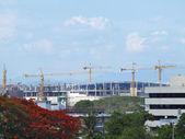 View shopping mall under construction. With many cranes. — Stock Photo