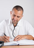 Médecin avec stéthoscope — Photo