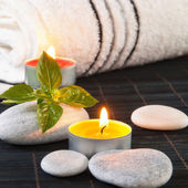 Concetto di wellness e spa con candele — Foto Stock