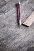 Lápiz y regla de madera — Foto de Stock