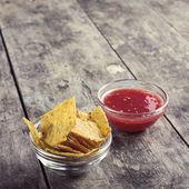 Bowl of Salsa and tortilla chips — Stock Photo