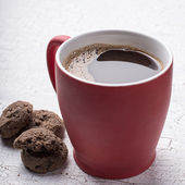 Red coffee mug and cookies — Foto de Stock